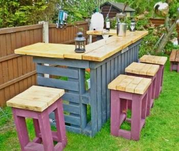 Pallet-bar-and-stools
