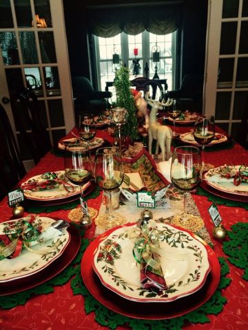 Red-and-green-christmas-tablescape