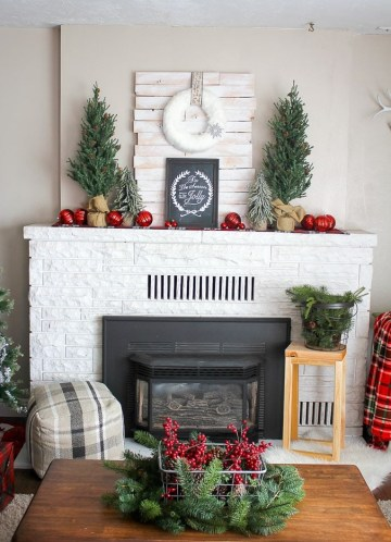 Rustic-plaid-holiday-fireplace-mantel