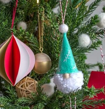 Santa_ornaments