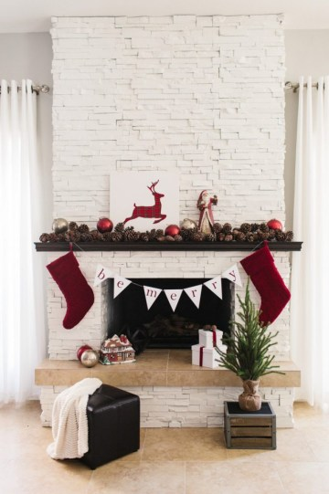 Traditional-holiday-mantel-682x1024