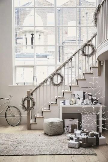 White-scandi-staircase-decor-via-the-white-company