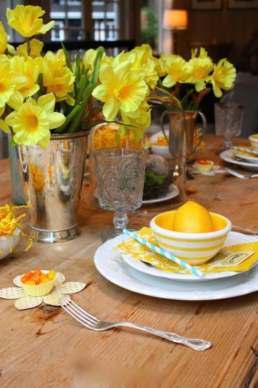 Yellow-flowers-for-table-decoration