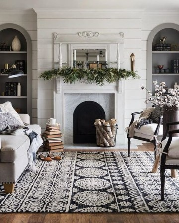 Cozy-winter-living-room-with-patterned-rug