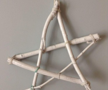 Diy-simple-rustic-christmas-star-decoration-250160-772x643