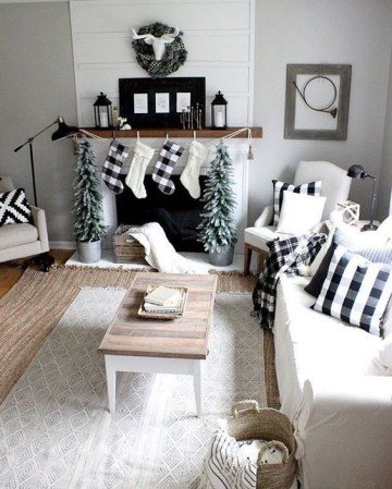 Lots-of-plaid-textiles-will-easily-cozy-up-the-living-room-reminding-you-of-holidays-coming