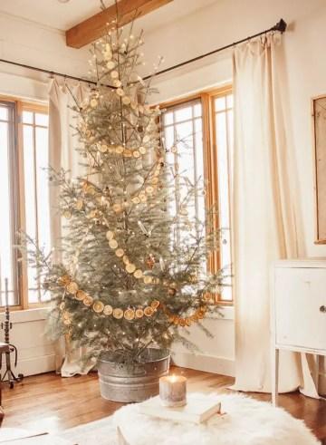 Scandinavian-farmhouse-christmas-decor-10-of-17