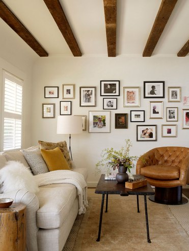 1-rustic-living-room-gallery-wall
