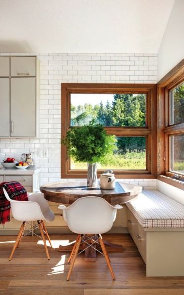 20-rustic-breakfast-nook-with-a-view