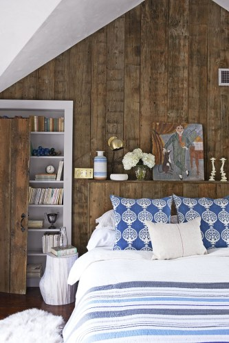 Contrast-colored bedroom