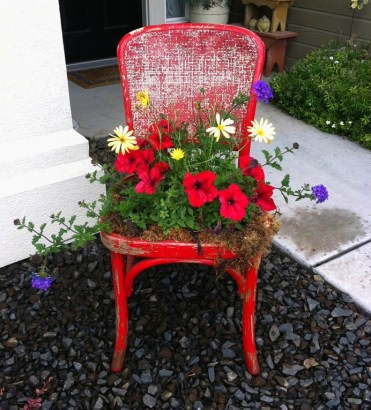 Easy-diy-upcycled-chair-planter