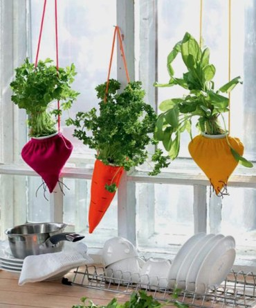 Diy-hanging-planters-recycling-space-saving-decorating-1