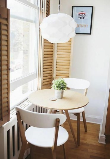 Here-is-a-simple-and-very-small-breakfast-nook-ide