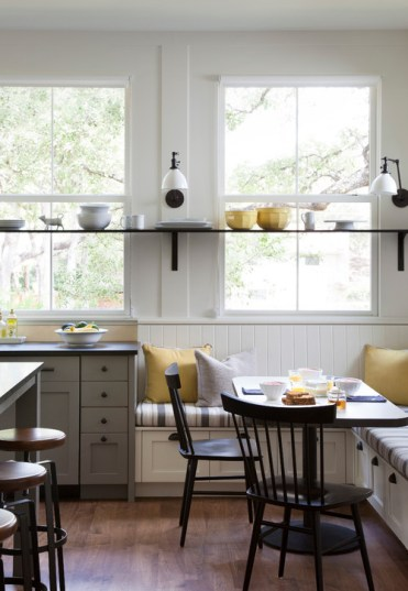Modern-farmhouse-breakfast-nook-corner-banquette-with-windows-4