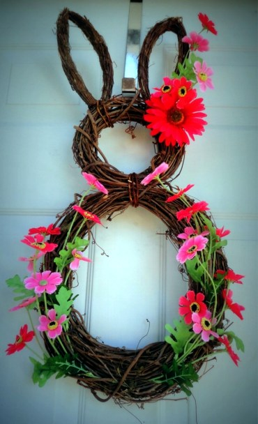 Spring-decorating-ideas-beautiful-arrangements-for-the-panel-and-the-door-21-263