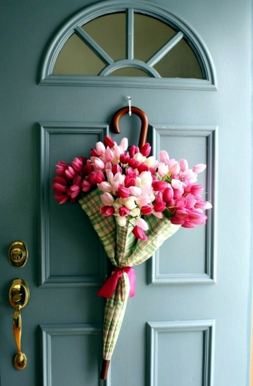 Spring-decorating-ideas-beautiful-arrangements-for-the-panel-and-the-door-7-263