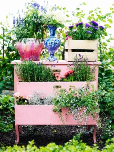 19-vintage-garden-decor-ideas-homebnc