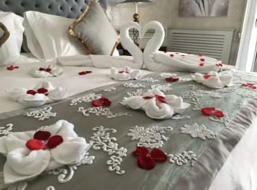 2-bedroom-decoration-for-valentine-day-12