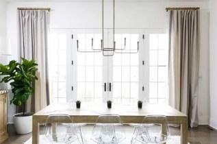 Elegant linear chandelier