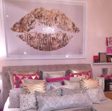 Pink-bedroom-with-glossy-statement-art-and-a-cute-bed