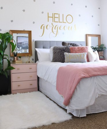 Pink-and-grey-bedroom-with-gold-wall-sticker