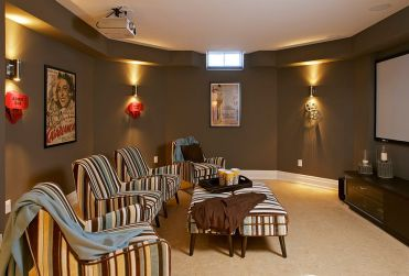 Smart-compromise-between-the-grand-home-theater-and-a-simpler-tv-room