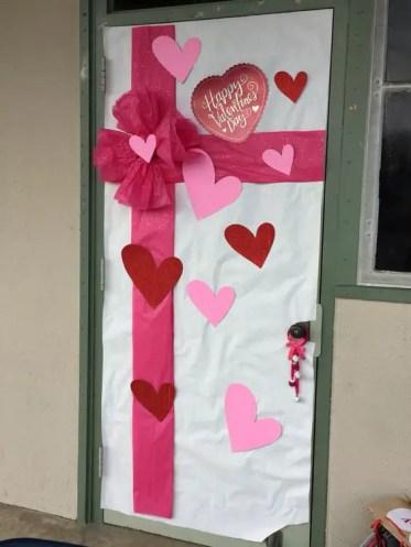 Valentines-day-classroom-door-decor-1