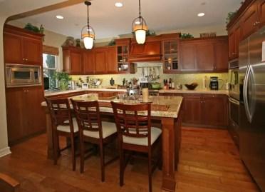 Craftsman-kitchen-with-central-island