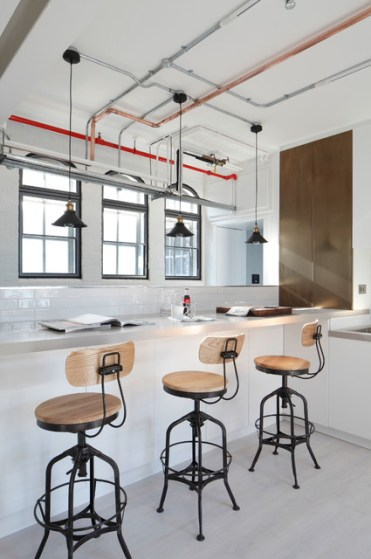 Gorgeous-modern-kitchen-with-bare-pipe-communications