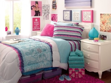 Lots-of-art-on-the-walls-around-the-bed-teenage-girl-bedroom-ideas-for-small-rooms-colorful-pillows-pink-carpet-on-wooden-floor