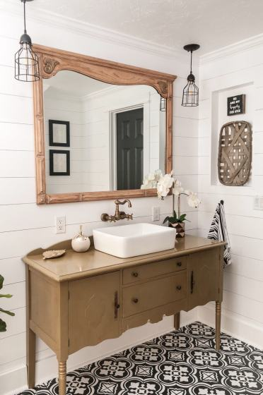 09-farmhouse-mirror-ideas-homebnc