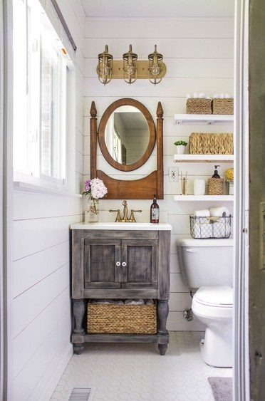 19-farmhouse-mirror-ideas-homebnc