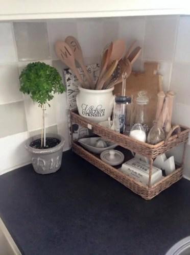 2-03-kitchen-counter-top-organizing-ideas-homebnc