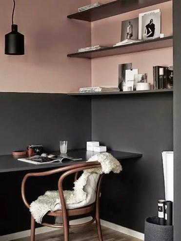 2-15-evidenzia-il-tuo-ufficio-di-casa-integrato-con-un-effetto-blocco-colore-qui-è-nero-e-rosa-polvere