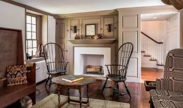 2-family-room-with-iconic-chairs