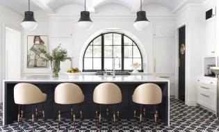 Amazing black and white kitchen