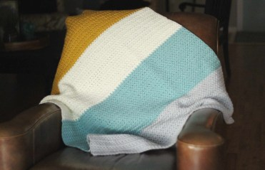 Easy-crochet-blaket-pattern-from-daisy-cottage-designs-1