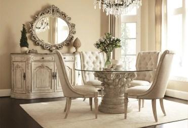 Sala da pranzo nobile in tonalità di colore crema chiaro