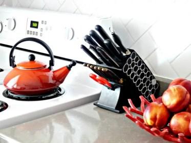 Diy-comfortable-and-functional-knife-blocks-3-775x581-1