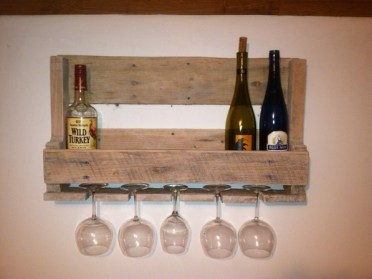 Small-wine-rack-pallet-wood-easy-diy-pallet-projects