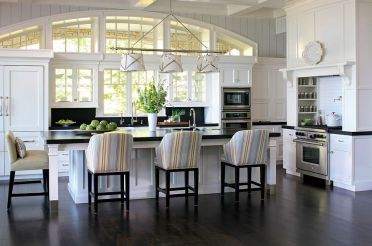 1-add-those-stripes-to-the-kitchen-with-smashing-bar-chairs