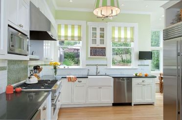 1-six-light-square-tube-chandelier-complements-the-striped-blinds-in-the-backdrop