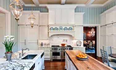 1-striped-wallpaper-creates-a-soothing-backdrop-for-the-spacious-traditional-kitchen