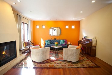 1-warm-and-inviting-moroccan-living-room