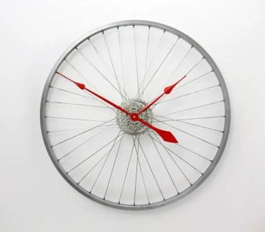15-creative-handmade-wall-clock-designs-you-will-want-to-diy-4-768x670-1