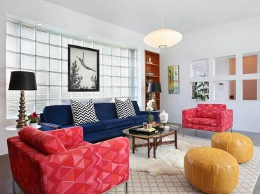 Combine-trendy-chevrom-patterns-with-colorful-ottomans-in-the-living-room