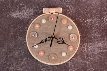 Embroidery-hoop-wall-clock