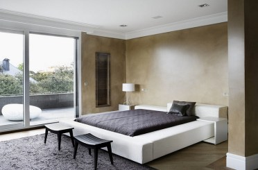 Minimalism-combined-with-a-modern-mediterranean-look-in-the-bedroom