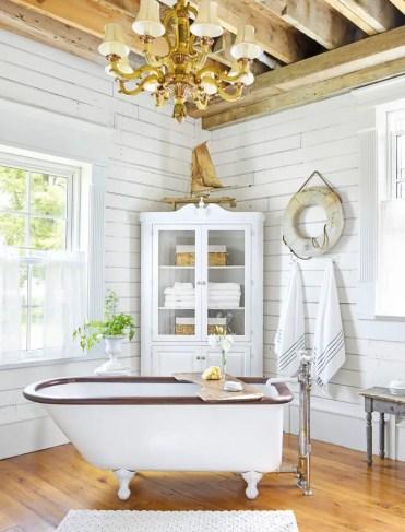 Bathroom-lighting-ideas-fancy-chandelier-1578352671
