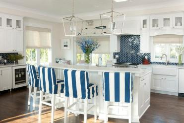 Blue-stripe-stools-at-curved-breakfast-bar